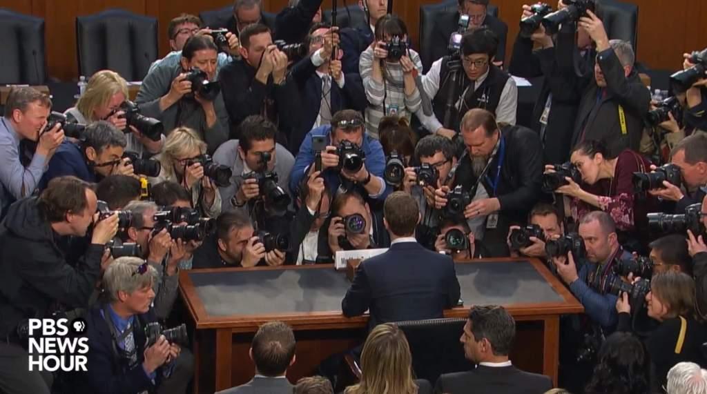 Zuckerberg face à la presse et aux photographes